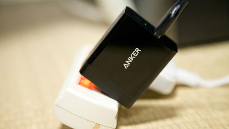 Anker Powerport+1 電源タップにさした状態